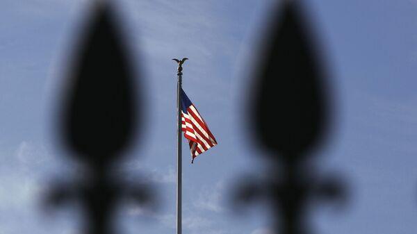 Biały dom i flaga USA - Sputnik Polska