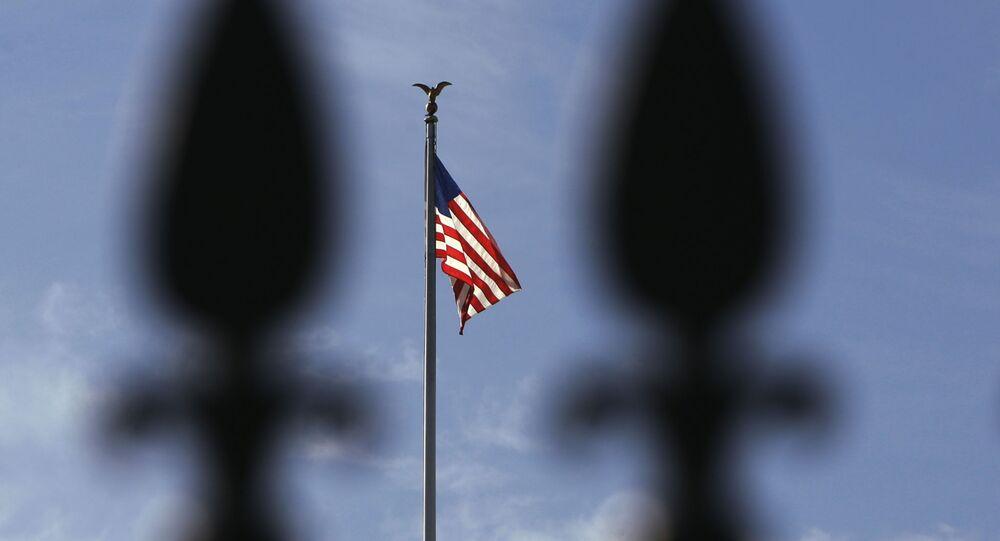Biały dom i flaga USA