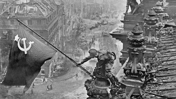 Sztandar nad Reichstagiem - Sputnik Polska
