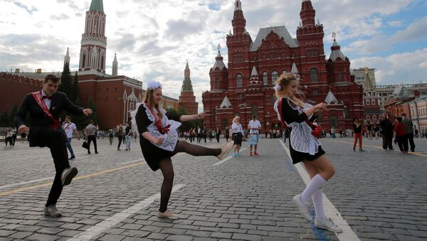 Rosyjscy uczniowie na Placu Czerwonym w Moskwie - Sputnik Polska