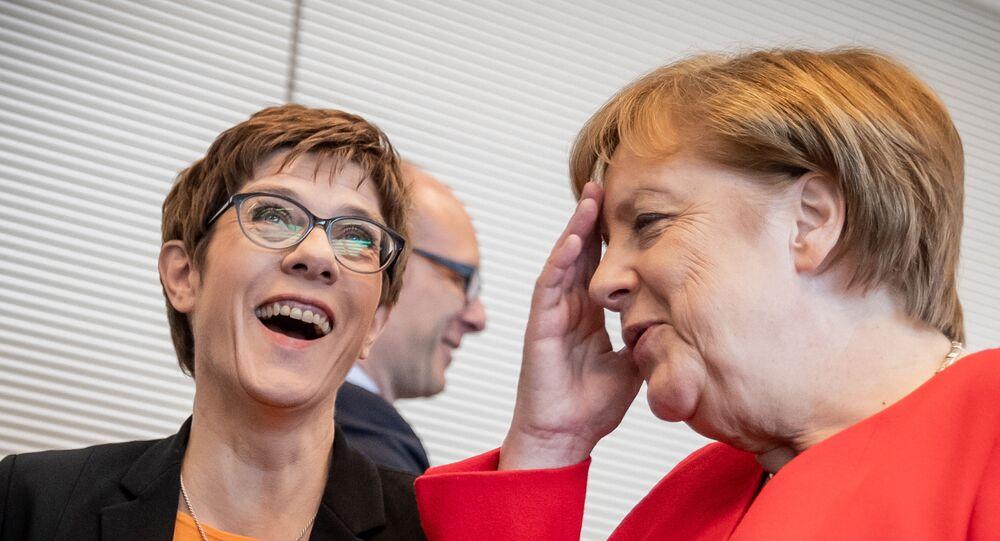 Kanclerz Angela Merkel i Annegret Kramp-Karrenbauer