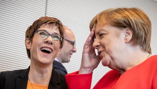 Kanclerz Angela Merkel i Annegret Kramp-Karrenbauer - Sputnik Polska