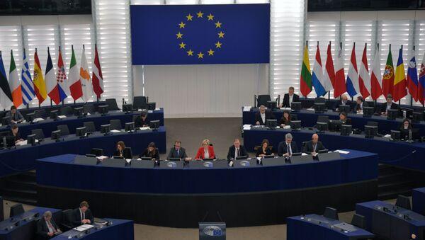 Deputowani na sesji plenarnej Parlamentu Europejskiego w Strasburgu - Sputnik Polska