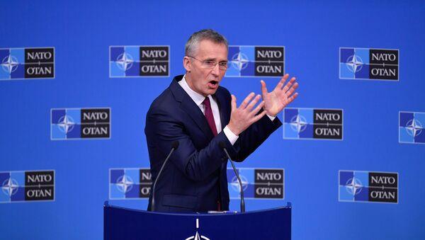 Serketarz generalny NATO Jens Stoltenberg na konferencji prasowej w Brukseli  - Sputnik Polska