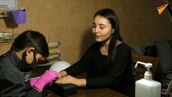 Uczeń szóstej klasy zarabia na leczenie brata manicurem  - Sputnik Polska
