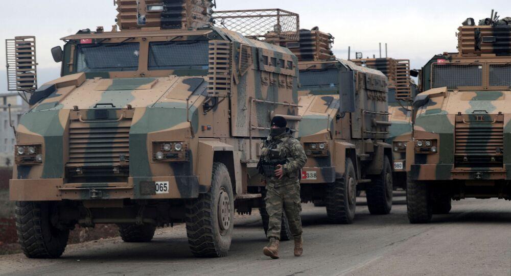 Turecki sprzęt wojskowy w pobliżu Idlibu w Syrii
