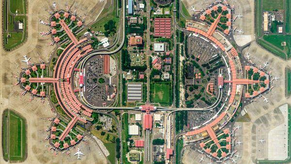 Zdjęcie z kosmosu międzynarodowego lotniska Soekarno-Hatta w mieście Tangerang w prowincji Banten, Indonezja - Sputnik Polska