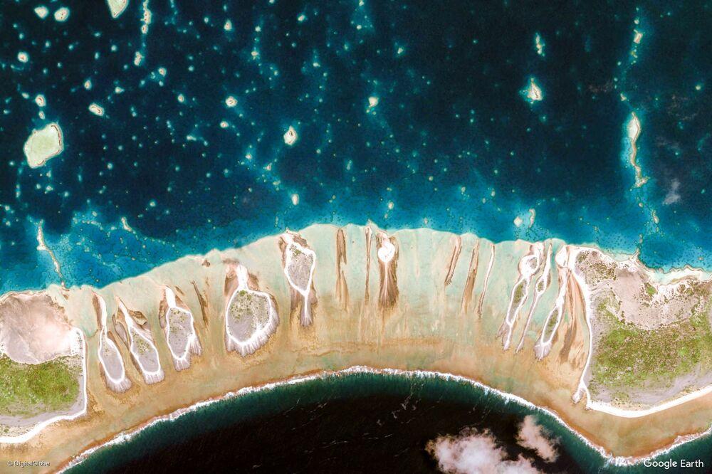 Zdjęcie z kosmosu obszaru w rejonie wysp Tuamotu i Gambier, Polinezja Francuska.