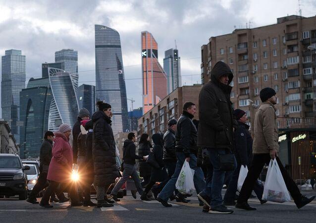 Moskiewskie Międzynarodowe Centrum Biznesowe w tle