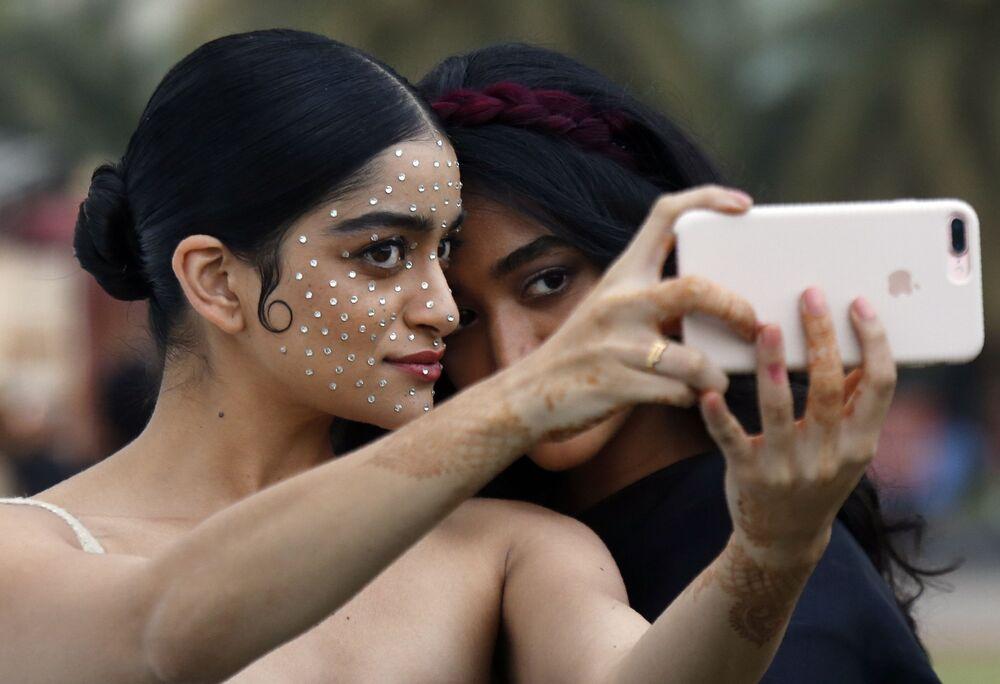 Modelki na Tygodniu Mody Lakme 2020 Summer/Resort fashion show w Bombaju.