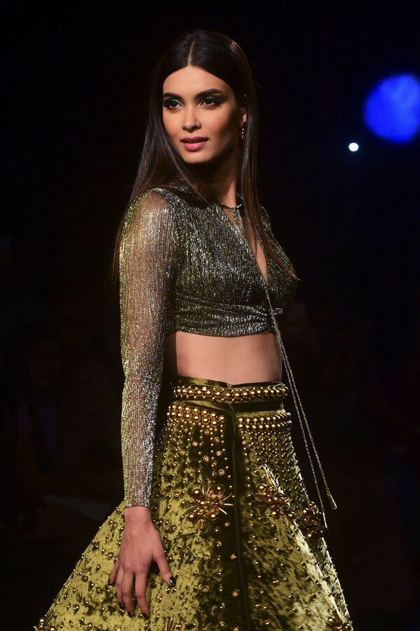 Aktorka Bollywood podczas prezentacji kolekcji Shivan i Naresh na Tygodniu Mody Lakme 2020 Summer/Resort fashion show w Bombaju - Sputnik Polska