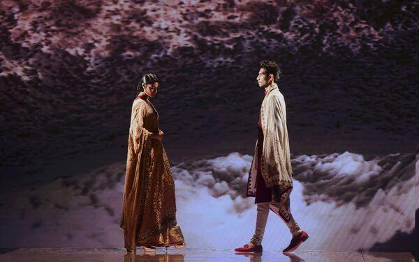 Modelki podczas prezentacji kolekcji Jiviva na Tygodniu Mody Lakme 2020 Summer/Resort fashion show w Bombaju - Sputnik Polska