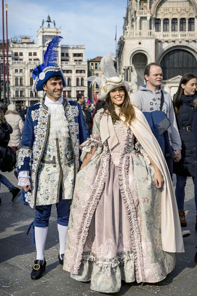 Uczestnicy karnawału w Wenecji 2020 na Placu św. Marka