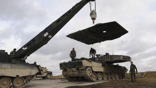 Naprawa niemieckiego czołgu Leopard - Sputnik Polska
