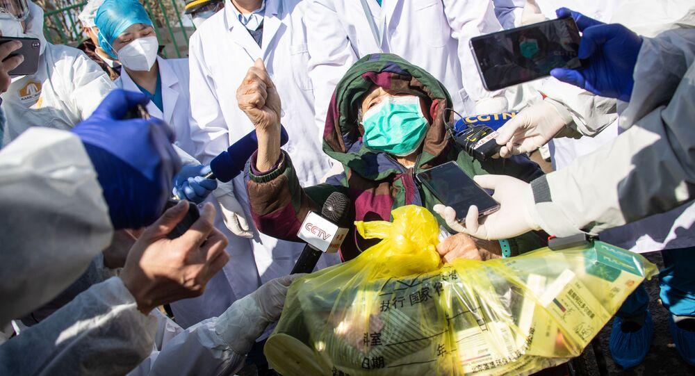 Pacjent, który wyzdrowiał po zakażeniu koronawirusem w Chinach