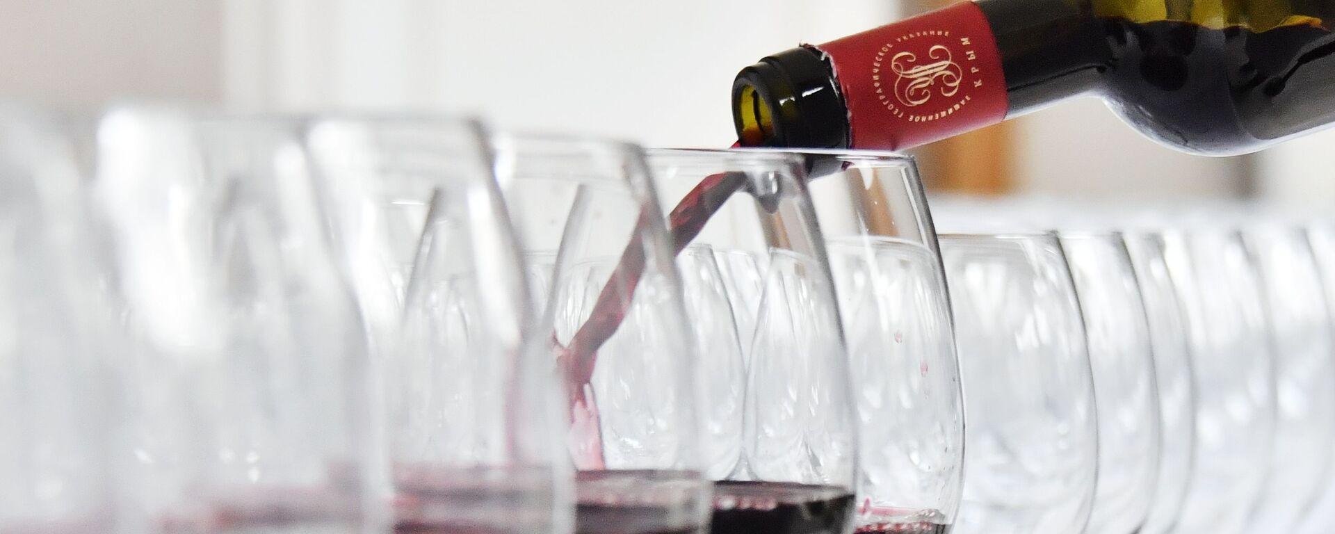 Czerwone wino  - Sputnik Polska, 1920, 27.07.2021