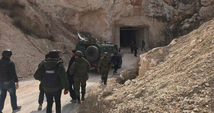 """Podziemne magazyny i kwatera terrorystów """"Hayat Tahrir al-Sham"""" pod Aleppo"""