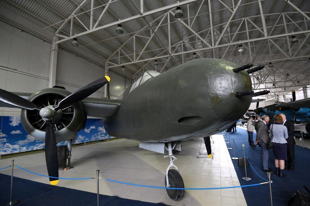 """Amerykański samolot A-20 Boston na wystawie """"Samoloty Wielkiej Wojny Ojczyźnianej"""" w Centralnym Muzeum Sił Lotniczych Federacji Rosyjskiej w Monino"""