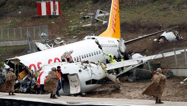 Samolot linii Pegasus, który wypadł za pas startowy w Stambule  - Sputnik Polska