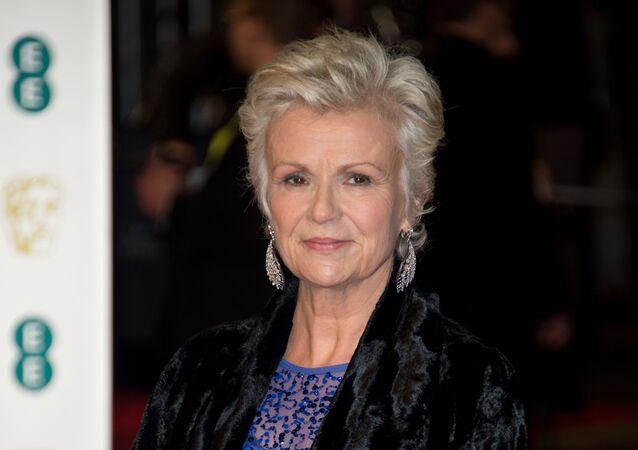 Julie Walters pozuje na gali BAFTA 2016 w Królewskim Teatrze Opery w Londynie