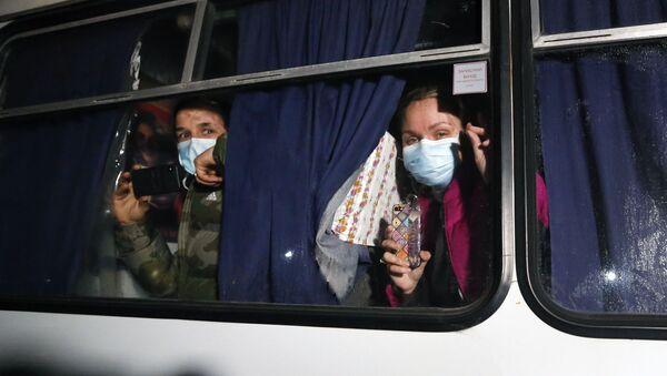 Starcia protestujących z policją w obwodzie połtawskim, gdzie rozmieszczono ewakuowanych z Chin, Ukraina - Sputnik Polska