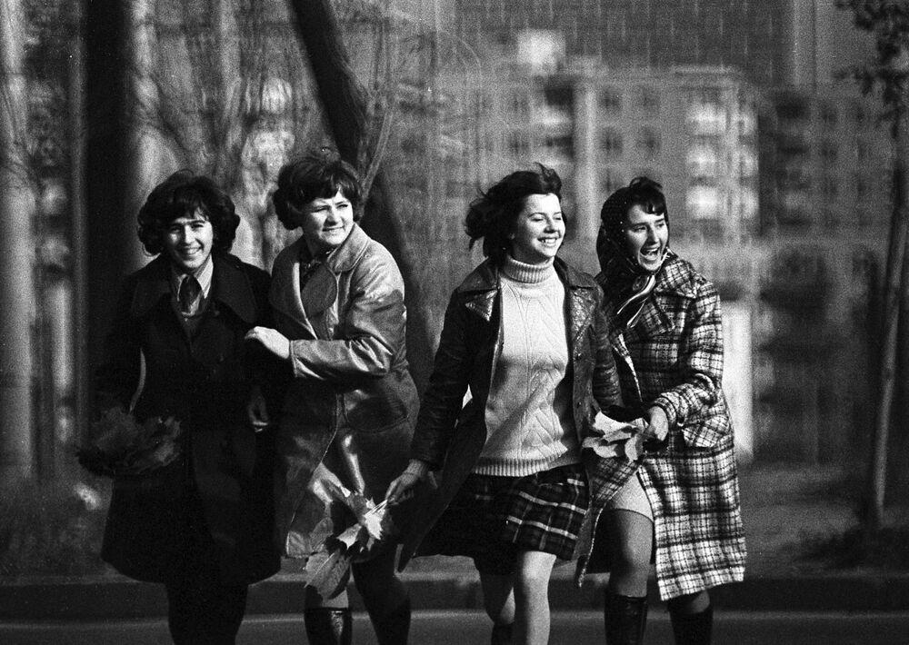 Dziewczyny na spacerze w Mińsku, 1974 rok