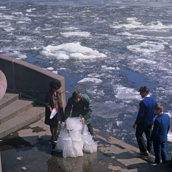 Lód na rzece Newie, 1969 rok  - Sputnik Polska