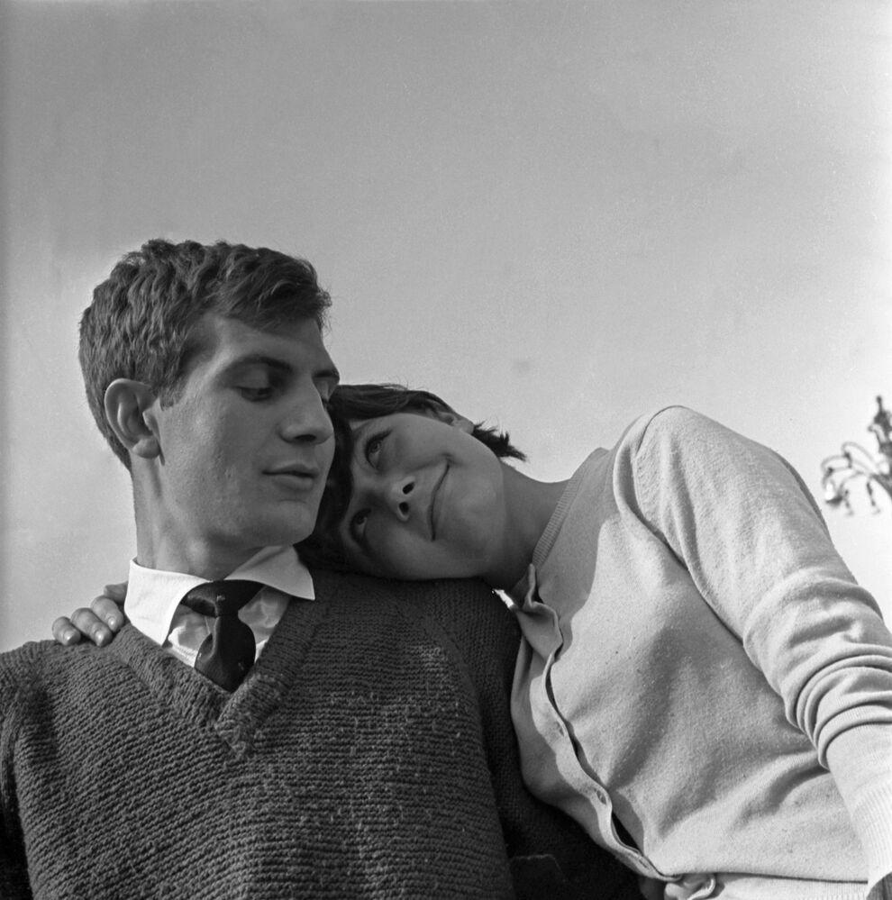 Zakochana para wiosną 1966 roku