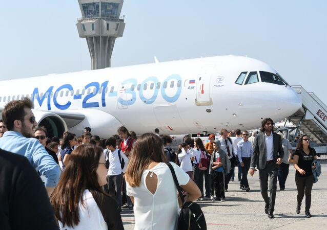 Samolot pasażerski MS-21 podczas pokazów Teknofest 2019 w Turcji