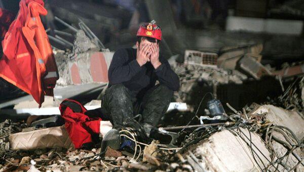 Trzęsienie ziemi w prowincji Wan na wschodzie Turcji (2011). - Sputnik Polska