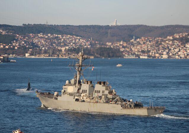 Amerykański niszczyciel Ross w drodze na Morze Czarne