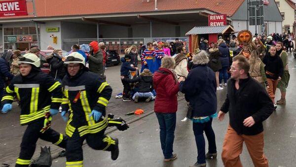 Samochód wjechał w paradę karnawałową w Niemczech - Sputnik Polska