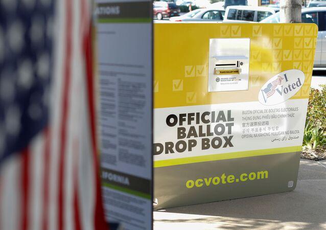 Urna wyborcza w Kalifornii