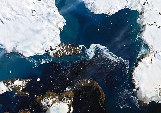 Zdjęcie NASA topniejących lodowców na Antarktydzie