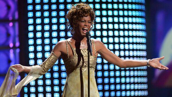 Piosenkarka Whitney Houston w czasie wystąpienia na rozdaniu nagród World Music Awards w 2004 roku - Sputnik Polska