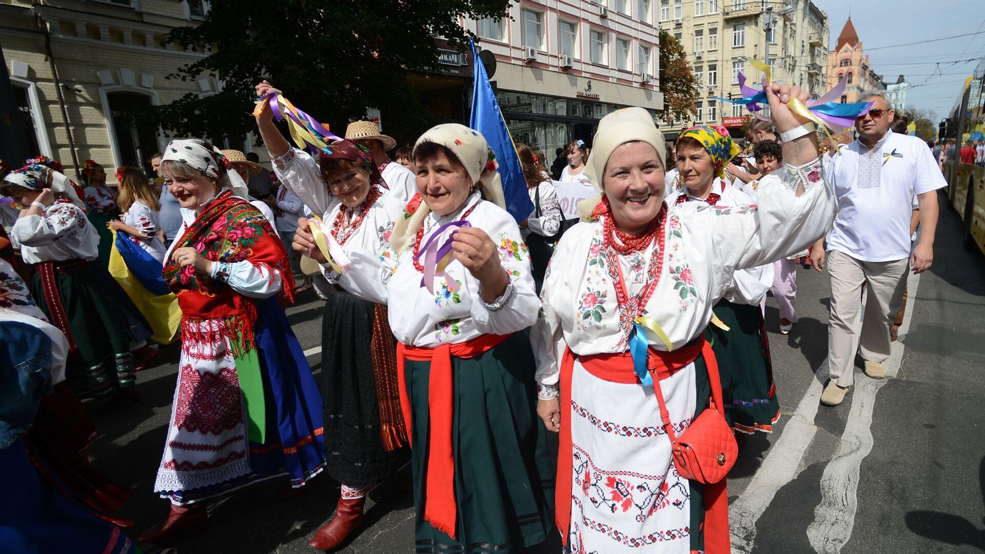 Parada wyszywanek w Kijowie. Dzień Niepodległości w Kijowie  - Sputnik Polska, 1920, 20.07.2021