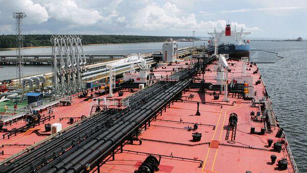 Statek-cysterna w porcie w Primorsku - Sputnik Polska