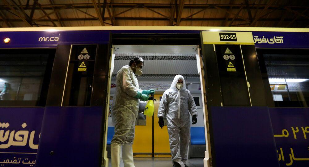Dezynfekcja metra w Teheranie