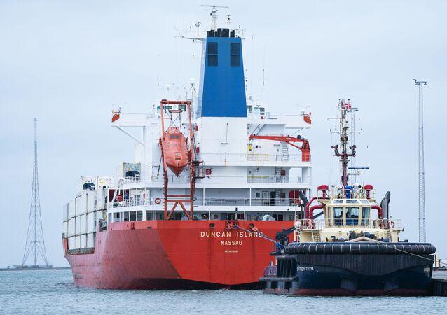 Statek Duncan Island w duńskim porcie