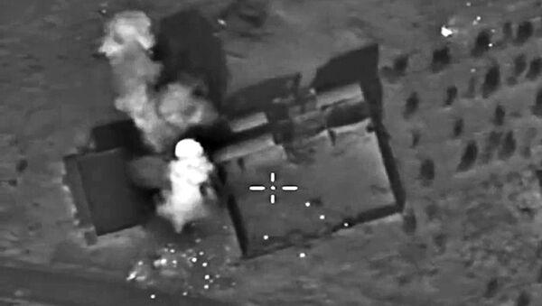 Самолеты российских Воздушно-космических сил нанесли точечный авиационный удар по огневым позициям отряда Исламского государства в районе населенного пункта Ачан в провинции Хама - Sputnik Polska