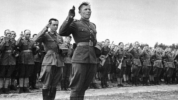 Polscy oficerowie i żołnierze z dywizji im. Tadeusza Kościuszki składają przysięgę - Sputnik Polska