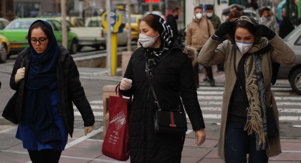 Mieszkanki Teheranu w maskach ochronnych