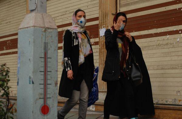 Mieszkanki Teheranu w maskach ochronnych - Sputnik Polska