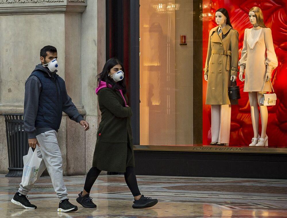Ludzie na ulicy w Mediolanie