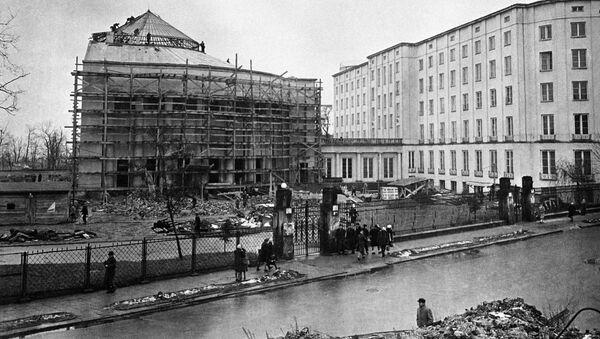 Odbudowa Warszawy po wojnie - Sputnik Polska