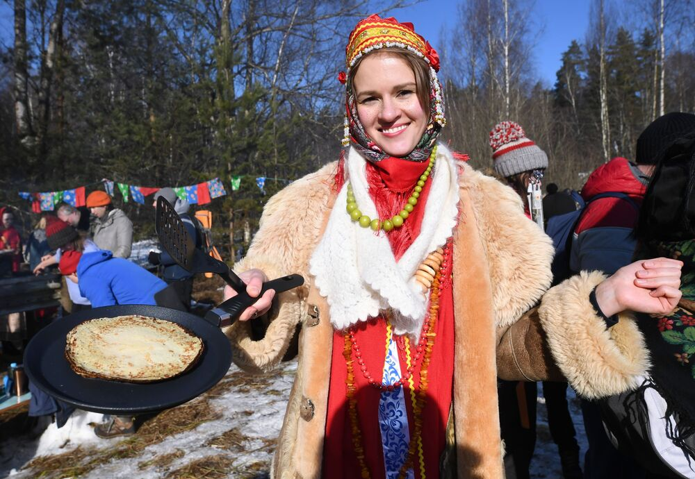 Uczestnicy obchodów Maslenicy w obwodzie moskiewskim