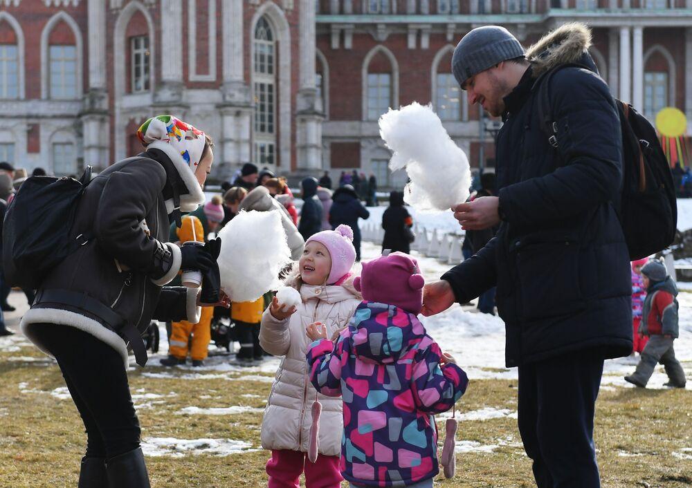 Obchody Maslenicy w parku Carycyno, Moskwa