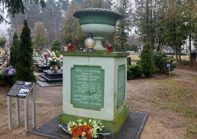 Miejsce pochówku żołnierzy Armii Czerwonej na cmentarzu w Trzciance.
