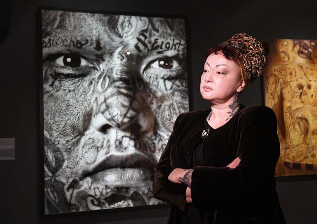 Kuratorka ekspozycji Tatuaż Anne Richard