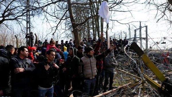 Migranci na granicy turecko-greckiej  - Sputnik Polska